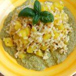 Riso integrale con curry di patate e pesto di rucola e zucchina: i vantaggi del piatto unico